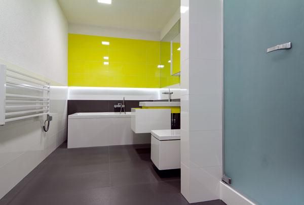 Vtomto prípade architekt komunikačne prepojil dve susediace kúpeľne.