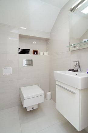 Neveľká toaleta na prízemí sa vyhranila vminimalistickom duchu