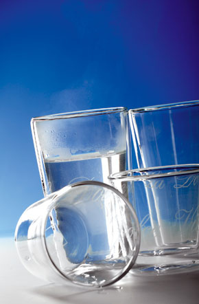 Termo poháre La Dolce Vita od firmy Riviera Maison sdvojitým sklom. Vhodné nielen na horúce nápoje, perfektné sú aj na ľadové drinky či sorbety.