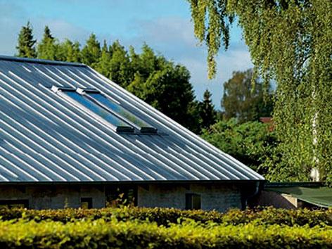 Ako a čím zaskliť strešné okná a ako usporiť energiu