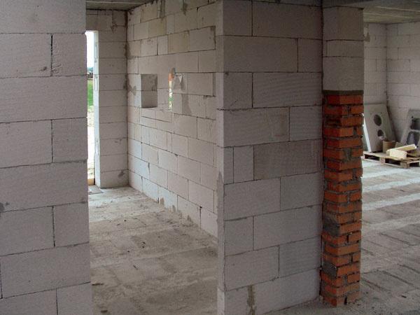 Ako to niekedy vyzerá na stavbe domu