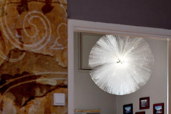 Vhale dominuje svietidlo, ktoré Miša kúpila v  ikeáckom kútiku s výpredajom
