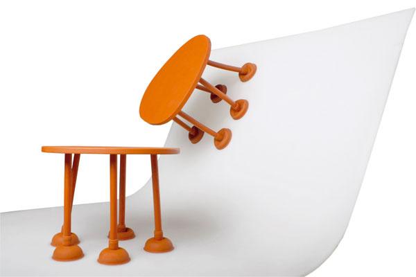 Thomas Schnur vydumal pružný arecyklovateľný stolík zgumy.
