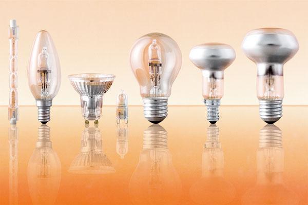 Halogénové úsporné žiarovky sú si najviac podobné sklasickými žiarovkami. Zatiaľ však spotrebujú len o30 % menej elektrickej energie. Majú však dvojnásobnú životnosť. Sú vhodné tam, kde sa často zháša arozsvecuje.