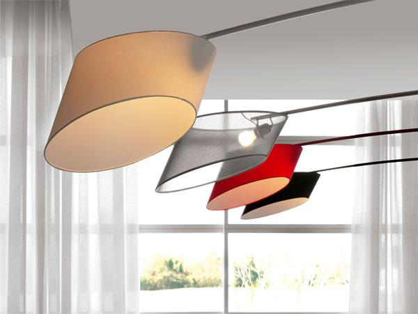 Ani oblečené, ani vyzlečené, ale stále na pozore – lampy Flag značky Cattelan Italia.
