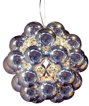 Luster Beeds Silver značky Innermost si aj pri zjednodušenej forme zachoval zdanie luxusu