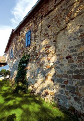 V pláne mali zachovať pôvodného ducha domu. Základy najstaršej stavby, na ktorú nadviazali múry ich aj tak starého domu, pochádzajú z 15. storočia.