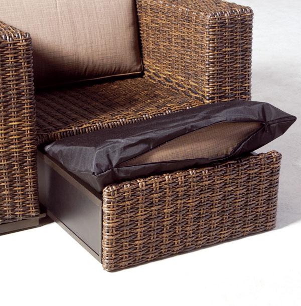 Exteriérová sedacia súprava Modena obsahuje dva metre dlhú pohovku, dve kreslá astolík. Predáva exkluzívne Teak & Garden za 2 490 €.