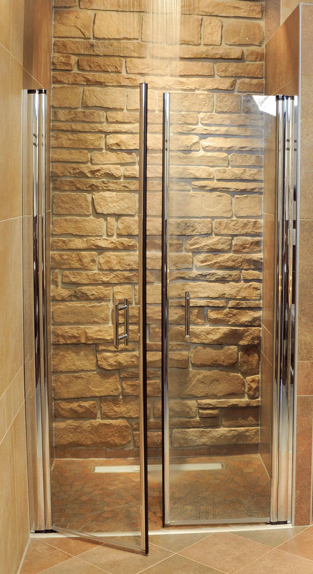 Dokonalý dizajn kúpeľne dosiahnete aj pomocou  minimalistických detailov, ako napríklad odtok vody vpodlahe. Dôležité je tu dokonalé technické spracovanie. Zbytočne neimprovizujte.