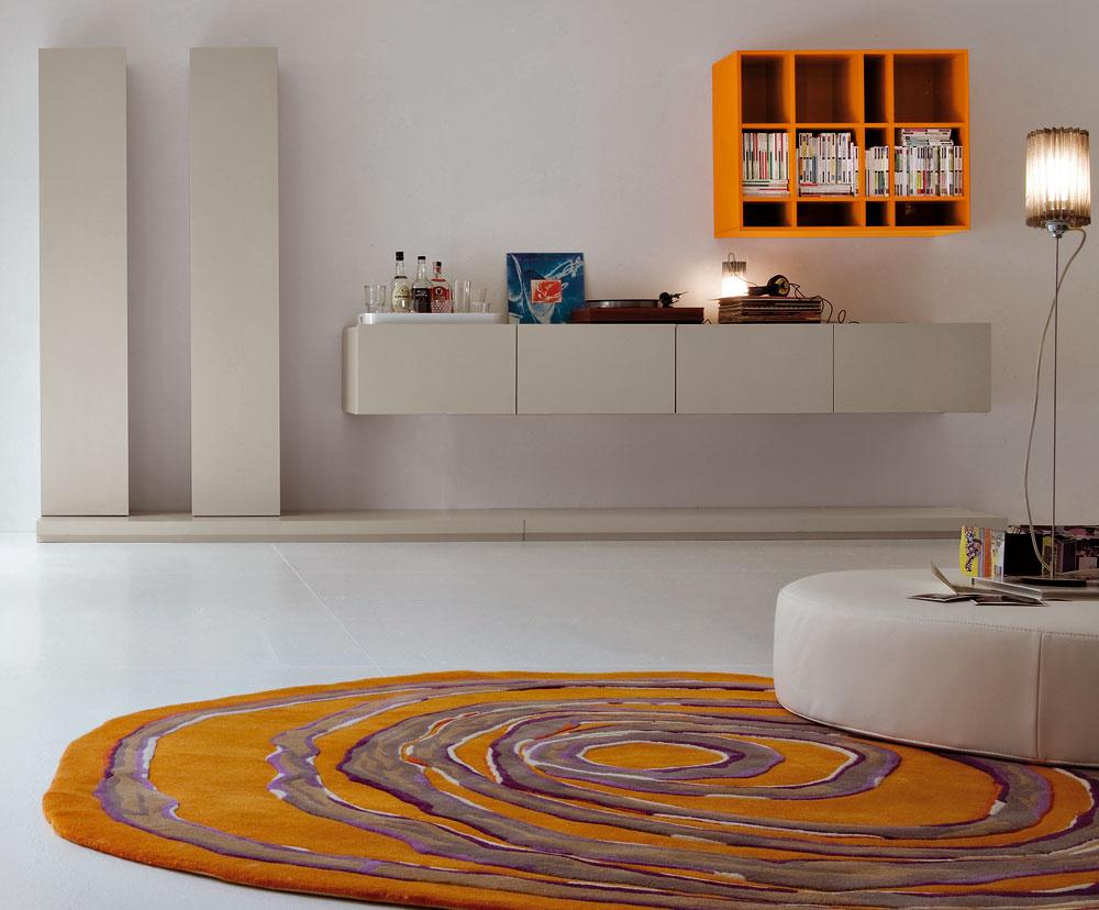 Obývačková zostava Glamour vo vyhotovení lesklý amatný lak. Rozmery: 364,8 × 191,2 × 64,5 cm. Cena 2 900 €. Predáva Linea Design.
