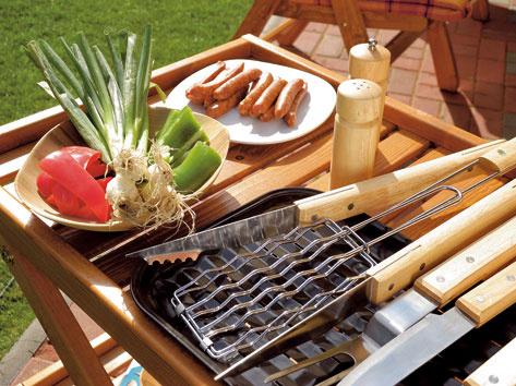 Príručný stolík oceníte vtedy, keď gril či kozub nemá dostatok odkladacích plôch