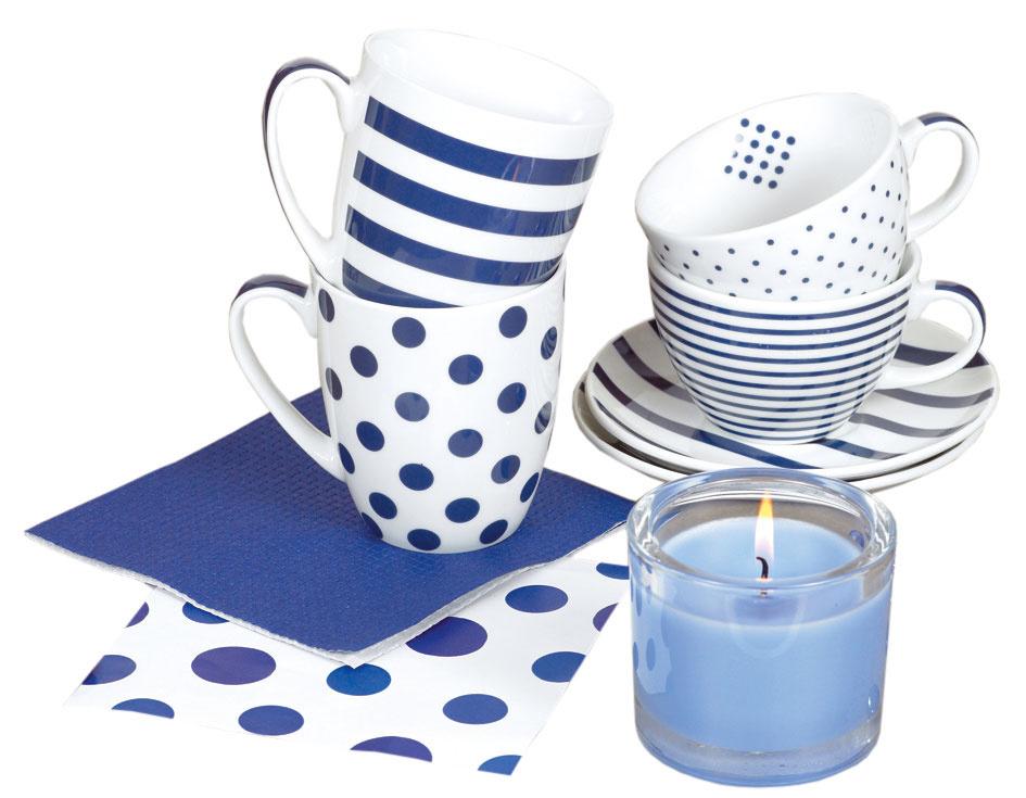 Stolovacia kolekcia Semikolon blau, hrnčeky, objem 3 dcl, cena 16,95 €/2 ks. Šálky na kapučíno stanierikmi, cena 21,45 €/2 ks. Servítky, 33 × 33 cm, cena 2,90 €.