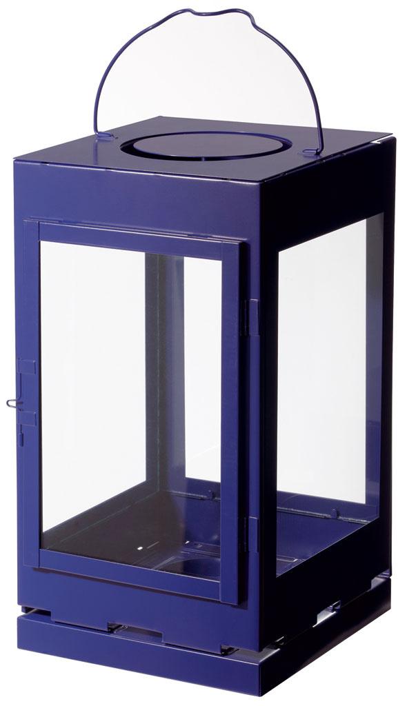 Lampáš Lantställe vhodný na použitie vinteriéri aj exteriéri. Oceľ asklo. Výška 38 cm. Cena 9,99 €. Predáva IKEA.