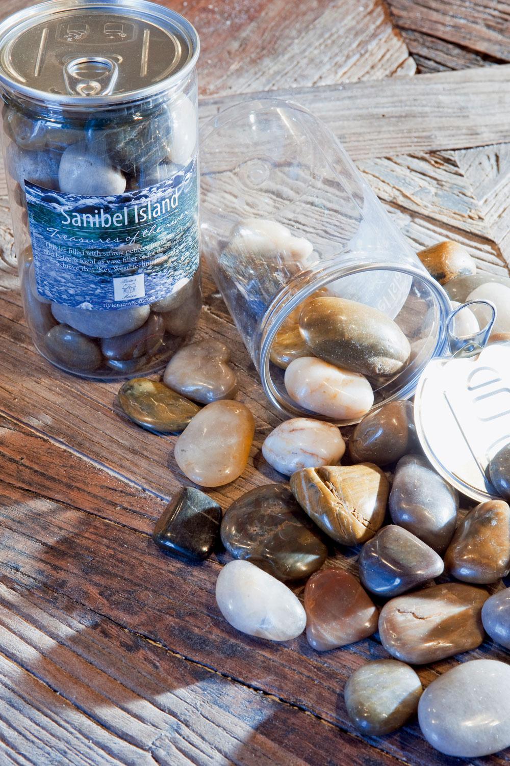 Prv než si na brehu mora nazbierate vlastné, môžete na balkóne použiť aj takéto dekoračné kamene, 15 × 8,5 cm. Cena 9 €.