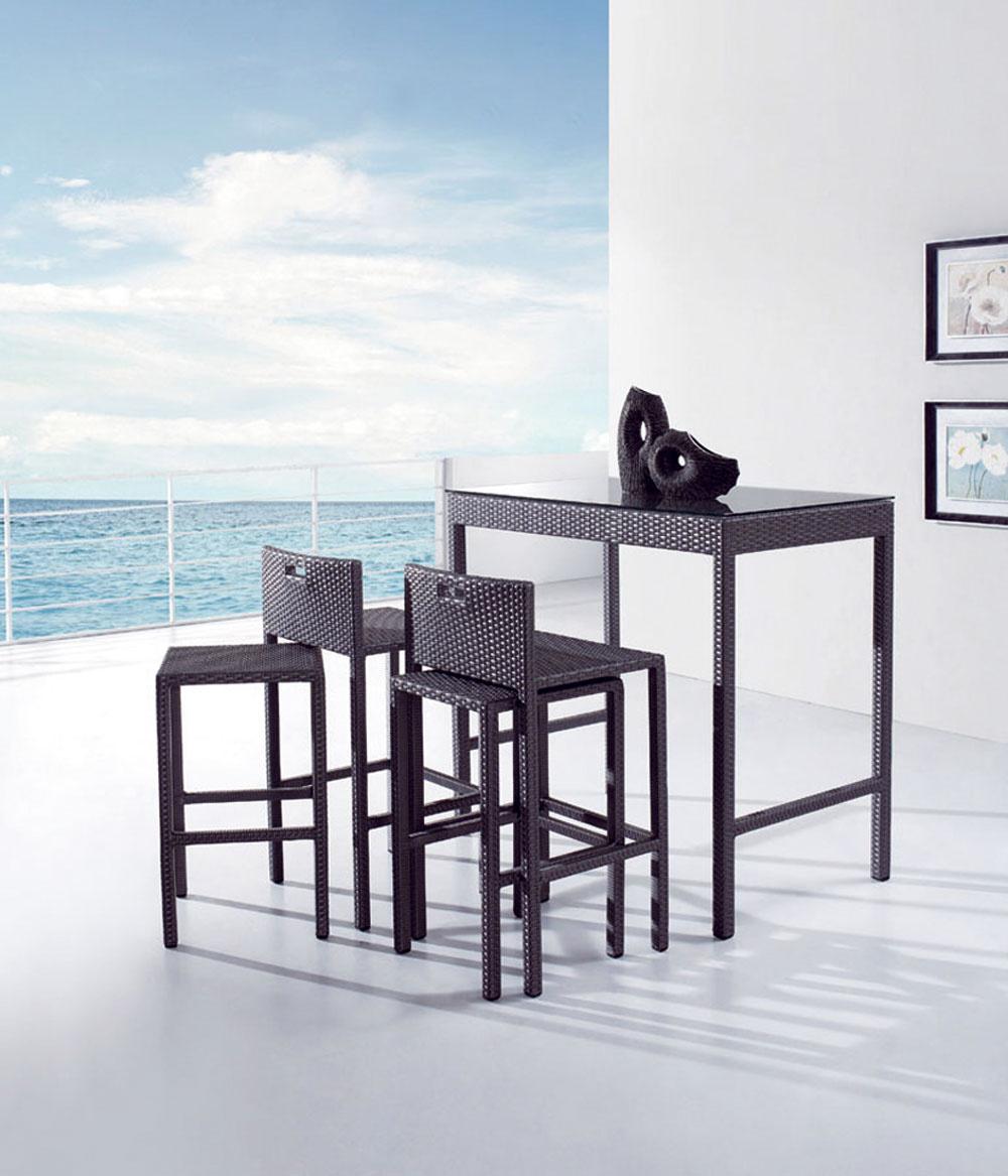Vopred si premyslite, na čo budete terasu využívať aako často? Budete tam pravidelne jedávať scelou rodinou alebo sa vám vaša terasa spája spredstavou letnej párty spriateľmi? Barové sedenie môže byť atraktívnym prvkom letnej terasy mladého človeka. Dobrý nápad je stolička vstoličke, ktorá rozšíri možnosť sedenia bez veľkých priestorových požiadaviek. Využijete ju aj ako príručný stolík.