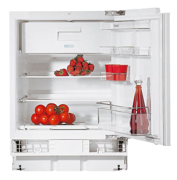 Extra kompaktná podstavná chladnička s mrazničkou Miele K 5124 UiF do výklenku len 82?cm s objemom chladiacej zóny 110 l a mraziacej 15 l je určená do priestorov, kde hrá skutočne úlohu každý centimeter. Model má nízku spotrebu energie v triede A++. Cena 860 €.