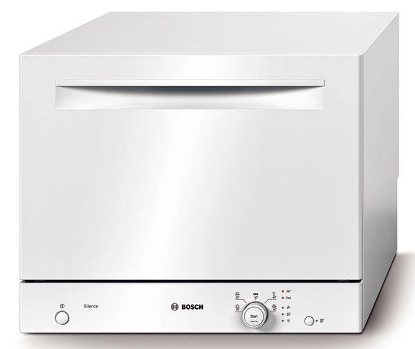 Pre kompaktnú umývačku riadu Bosch SKS 50E12EU ActiveWater s kapacitou na šesť obedových súprav a s rozmermi len 45 × 55,5 × 46?cm sa nájde miesto aj v malej kuchyni. Päť umývacích programov, spotreba v programe Eco 50 °C: el. energia 0,63 kWh, voda 7 l, špeciálna funkcia extra sušenie, viacnásobná ochrana proti škodám spôsobeným vodou, Auto 3 in 1, systém šetrného umývania skla, regeneračná elektronika, senzor naplnenia, LED ukazovateľ priebehu programu, flexibilný systém košov, otočný regulátor s integrovaným tlačidlom štart, samočistiace sitko s trojnásobným filtračným systémom, ukazovateľ nedostatku soli na paneli, ukazovateľ priebehu programu na otočnom regulátore, možnosť zabudovania, hlučnosť 52 dB. Cena 474 €.