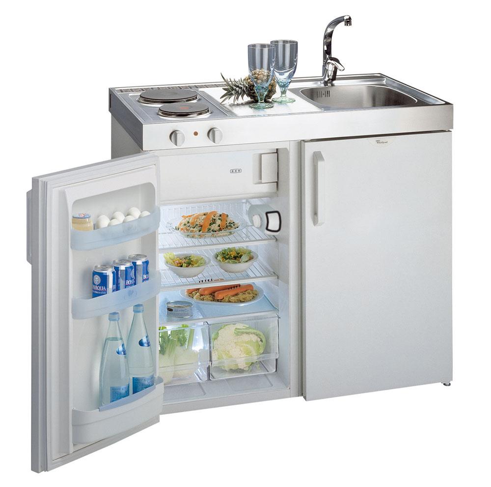 Minikuchyňa Whirlpool ART 315 je ideálne riešenie do malého bytu, na chatu, či internátnu izbu. Má dve elektrické platne, chladničku s výparníkom a drez. Odporúčaná cena 569 €.