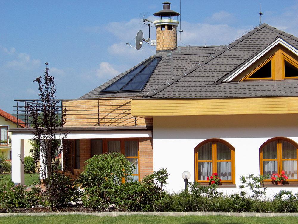 Betónové škridly potrebujú sklon strechy od 22° do 60° a krov zaťažia hmotnosťou, ktorá dosahuje aj 70 kg/m2 podľa typu krytiny. Takáto krytina môže strechu ochraňovať aj sto rokov.