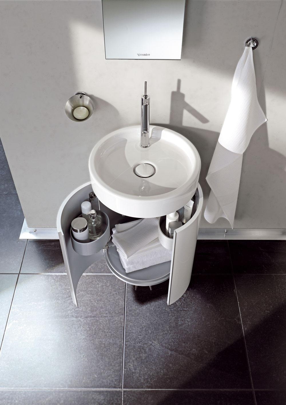 Odkladacích priestorov nie je nikdy dosť, preto najmä v malej kúpeľni využite aj priestor pod umývadlom.