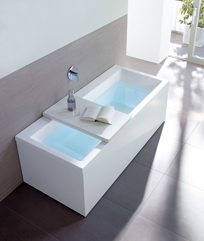 Vaňa je najväčším samostatným objektom vkúpeľni azaberá najviac priestoru. Aby sa dali drahocenné štvorcivé metre využiť aj na niečo iné ako na osviežujúci kúpeľ, vyvinula dizajnérska skupina EOOS pre Duravit vaňu Sundeck, ktorú je možné uzavrieť čalúnenou oddychovou plochou, ktorá sa dá používať ako ležadlo. Túto myšlienku zroku 2006 firma Duravit rozvinula aponúka aj pre ďalšie vane kryt ako dizajnový nápad suniverzálnym využitím.