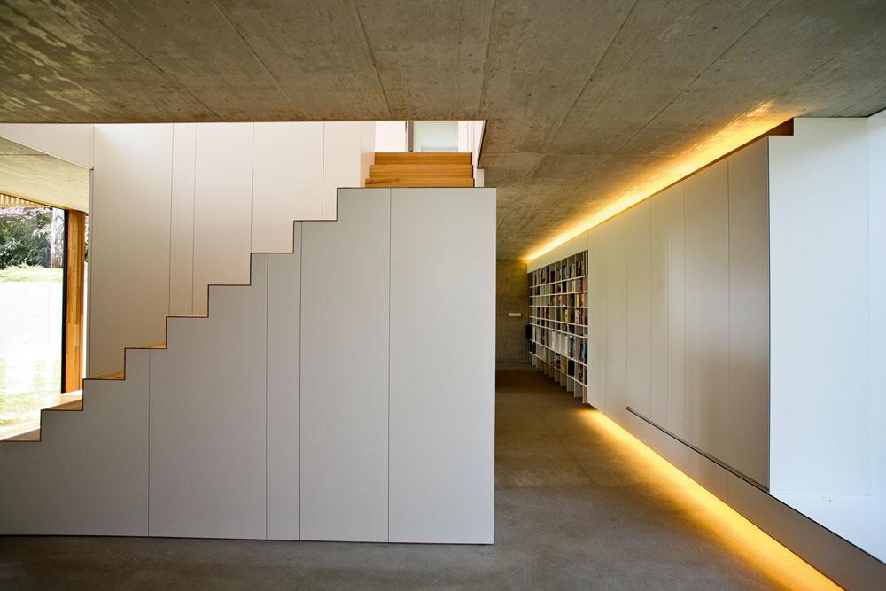 Ďalší zdobrých nápadov: schody askriňa vjednom – priestor pod stupňami sa využíva ako odkladací.