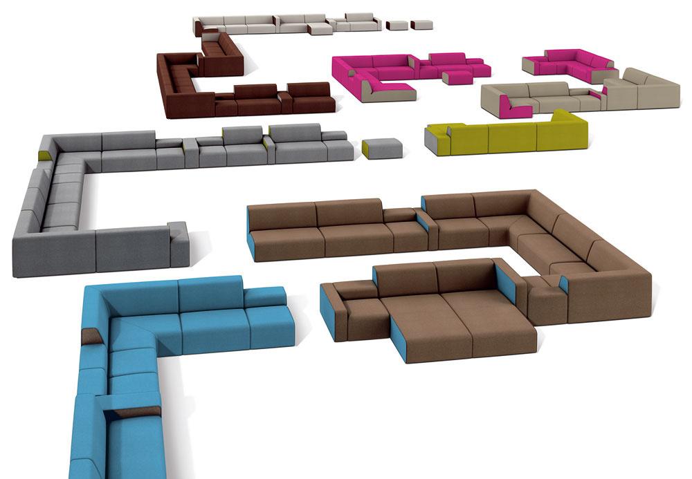 Nábytok rozmiestnený iba pri stenách vytvorí vo veľkej obývačke dojem telocvične alebo haly. Preto sa netreba báť umiestniť sedaciu súpravu alebo aj viacerých – to záleží na veľkosti obývacej časti – v priestore.