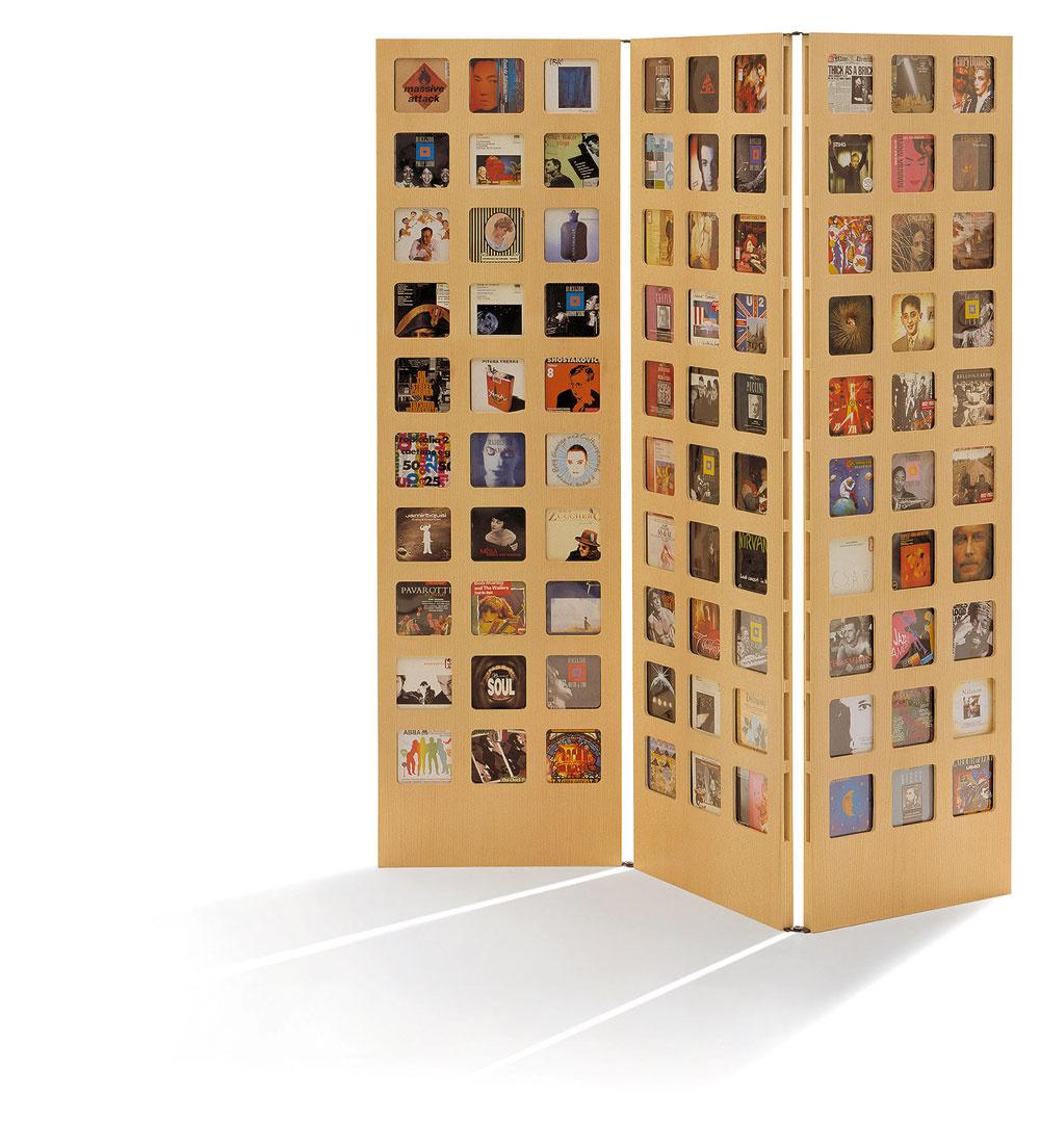 Paraván je najjednoduchší spôsob rozdelenia priestoru, ak treba. Návšteve, ktorá u vás prespí v obývačke, môžete vytvoriť súkromie aj v otvorenom priestore.