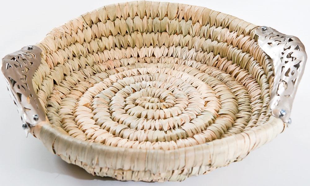 Skombinovať neskombinovateľné avytvoriť tak mix medzi tradičným pletením košíkov vEurópe azručnosťou káhirských remeselníkov na kovotepecké práce sa podarilo holandskej značke Zenza.