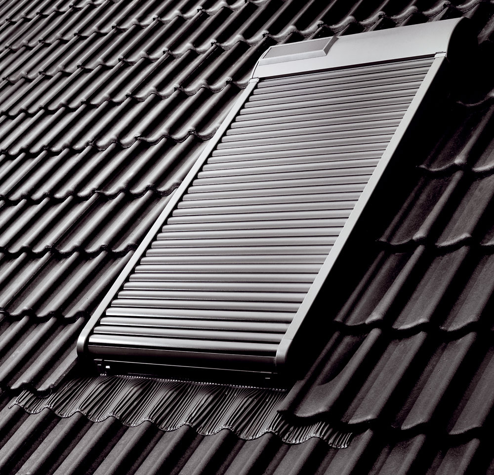 Vonkajšie rolety možno jednoduchým prichytením nad okno alebo nad balkónové dvere inštalovať dodatočne. Predokenné rolety zľahkých kovov, dreva alebo plastu fungujú vďaka navíjaciemu mechanizmu ukrytému vpuzdre vhornej časti rolety. Zabudovať ich možno sviditeľnou kazetou alebo skazetou umiestnenou pod omietkou fasády. Komu je nepohodlné ovládať roletu šnúrkou, páskou alebo kľukou, ten si môže zaobstarať model selektromotorom. Obľúbené sú ľahké vonkajšie rolety shliníkovými lamelami. Vonkajšie rolety zlepšujú  tepelnotechnické vlastnosti okna až o15 %, sú efektívnym spôsobom ochrany interiéru pred tepelnými ziskami.