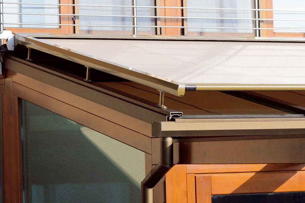 Markízy patria kvybaveniu zimnej záhrady, ktorej zasklili strop. Tienenie zabráni prehrievaniu interiéru. Markíza je štandardne vybavená elektromotorom, pre náročnejších klientov je možnosť diaľkového ovládania sdodatočným senzorom na vietor aslnko. Takto sa markíza vnepriaznivom počasí automaticky zasunie.