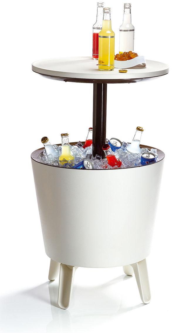 Grilovacia párty nie je len ogrilovaní, ale aj ozábave. Možno sa zíde aj prenosný chladiaci príručný alebo barový stôl.