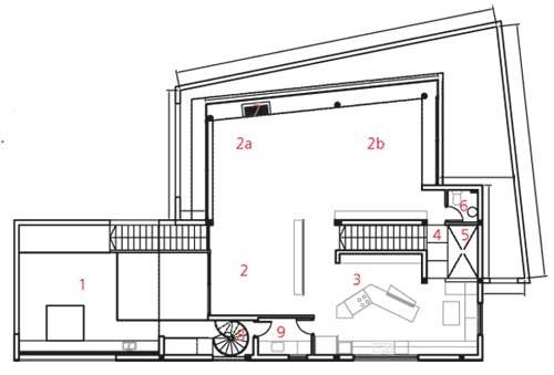 Poschodie 1 terasa 2 obývacia izba ajedáleň 2a sedenie pri ohnisku 2b multimédiá 3 kuchyňa 4 mostík 5 otvorený priestor  – priehľad na prízemie 6 WC 7 ohnisko 8 schody na hornú terasu 9 práčovňa