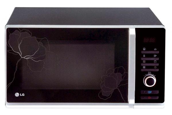 Mikrovlnná rúra sgrilom LG Electronics MG 6388, objem 23 l, výkon 800W, príkon grilu 1 100 W, mikrovĺn 1 200 W, 5 úrovní výkonu, 4 na grilovanie, rýchle rozmrazovanie, automatické varenie 8 ×, automatické rozmrazovanie 4 ×, LED displej, otočné ovládače + tlačidlá, priemer taniera 28,4 cm. Odporúčaná cena 179 €.
