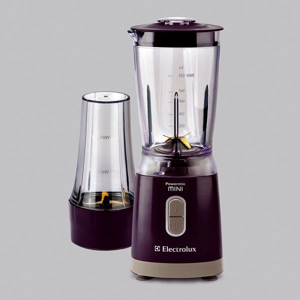 Tichý stolný mixér Electrolux ESB1100 sprídavným džbánom na prípravu mixovaných pochúťok. Oceľový nôž, minisekáčik (chopper) napotraviny. LED displej, pulzný režim, 2rýchlosti, bezpečnostné vypínanie, výkon 250W, objem nádoby 0,65 l. Cena 51,90 €.