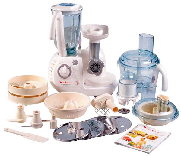 Kuchynský robot Moulinex Odacio 3 FP713147 s5rýchlosťami + pulzný spínač, kovový mlynček na mäso + 2dierované kotúče, pracovná misa 3 l, stolný mixér 1,5 l, maxipress na pasírovanie, odšťavovač, lis na citrusy, minidrvič, antikorový nôž na sekanie, plastový nôž na miesenie, kovová metla na šľahanie, 4celokovové otočné kotúče na jemné ahrubé krájanie astrúhanie, easy fit aclip systém, stierka. Príkon 900W – 1 000 W. Cena 249,90 €.