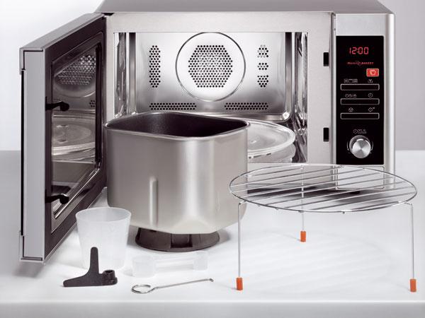 Mikrovlnná rúra Electrolux EMC28950S sfunkciou na pečenie chleba, časovač (95 min) sdisplejom, elektronické ovládanie, prevádzkové režimy MW / gril / konvekcia / MW + gril / MW + konvekcia / pečenie chleba (6 programov), automatické varenie (10programov), rozmrazovanie, posunutý štart max. 24hod, objem 28 l, priemer taniera 31,5 cm, hlučnosť 60 dB. Cena 329 €.