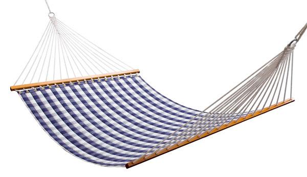 Vzávesnej sieti Hammock od švédskej značky Hästens si môžete vpríjemnom pohodlí vychutnávať letný vánok, lahodný tieň aj šum stromov.