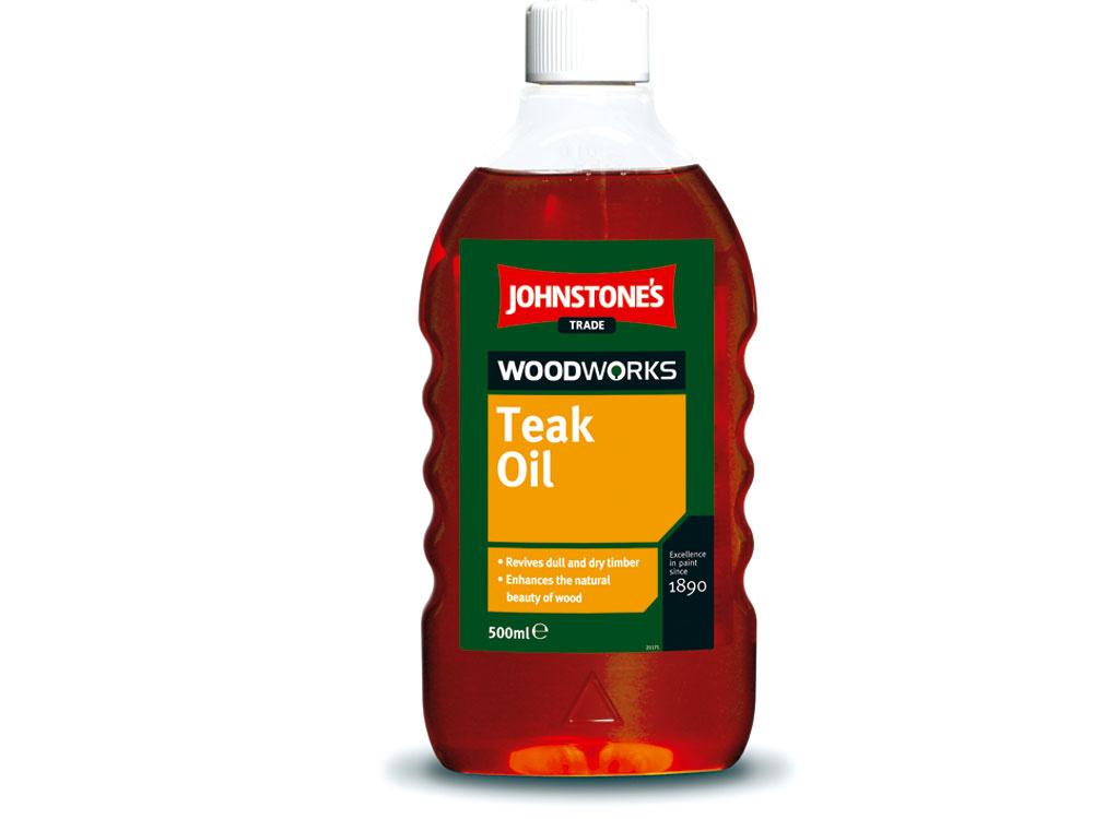 Johnstone´sTeak Oil, tíkový napúšťací olej, je ideálny na ošetrenie nábytku ainých hladkých povrchov ztvrdého aexotického dreva. Aplikuje sa handričkou alebo štetcom na čistý asuchý podklad, zbavený prachu anečistôt. Po vsiaknutí do dreva (asi 5 min.) sa prebytočný olej zpovrchu odstráni. Náter je suchý už po 3 hodinách. Na nasiakavejšie materiály alebo povrchy vystavené nepriaznivým podmienkam sa môže odva dni aplikovať druhý náter.