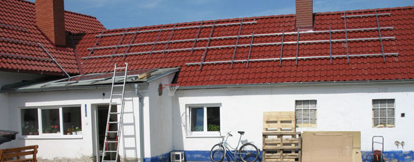 Postup stavby FVE na streche