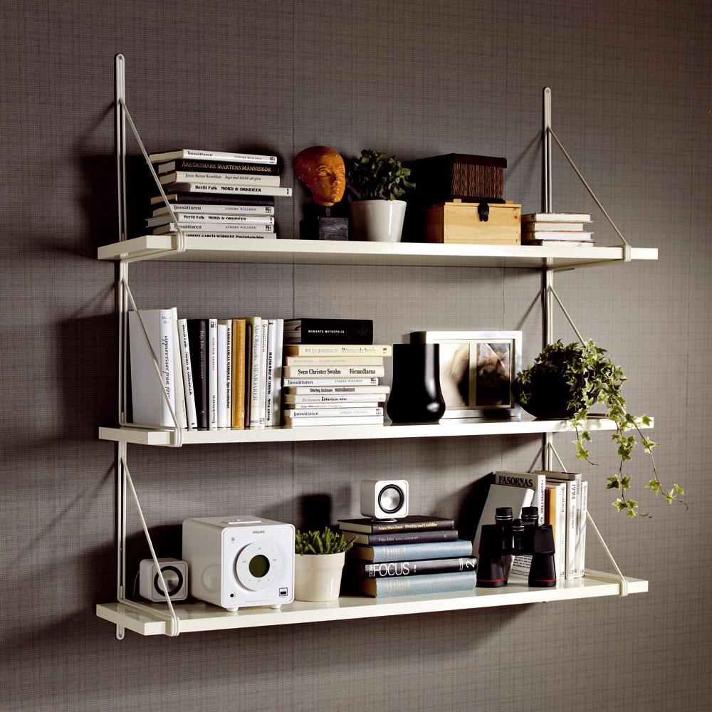 Nástenný diel Ekby Gällö na tri police, poskytne viac nástenného úložného priestoru bez nutnosti vŕtania dier do steny. Cena 9,99 €. Predáva IKEA.