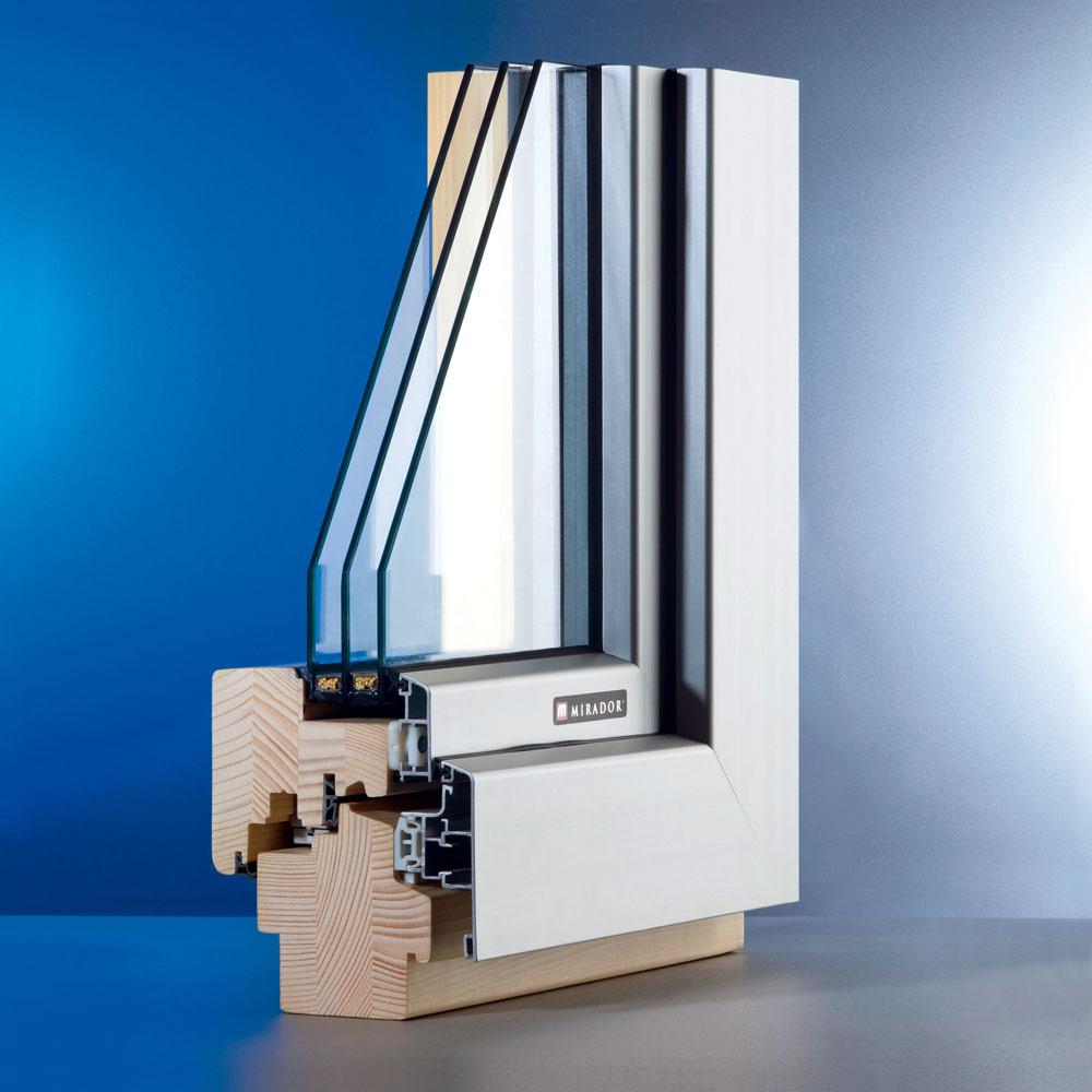 Pokiaľ chcete moderný vzhľad hliníkového okna stepelnotechnickými vlastnosťami dreveného okna, vponuke sú aj drevo-hliníkové okná. Drevený okenný rám aj krídlo sú zexteriéru chránené hliníkovým profilom, ktorý zvyšuje pevnosť okna avýrazne predlžuje jeho životnosť.