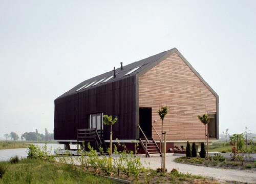 Dom Dijkovcov stojí vmestečku Blauwestad pri Groningene, na severe Holandska. Návrh architektov zateliéru Jager Janssen BNA sa vyznačuje jednoduchosťou štýlu sýpok, ktorú dosiahli najmä jednotnou plechovou fasádou. Hlavný architekt celého urbanistického projektu ho považuje za výborný príklad, vhodný do tejto lokality, aj napriek tomu, že sokolitými stavbami vstupuje do výrazného kontrastu.