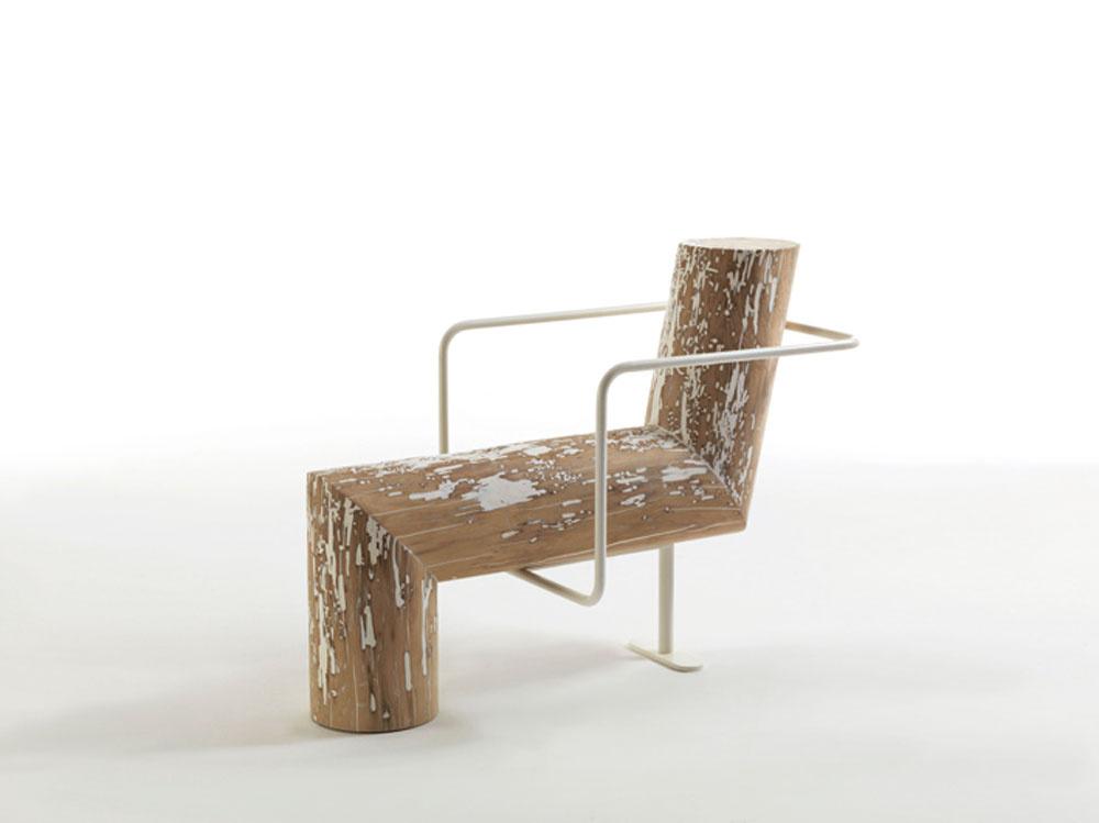 """Kreslo Anti-comfort sa pohráva s myšlienkou, čo dnešný moderný človek vlastne považuje za pohodlné a čo nie. Dizajnér Andrea Branzi tvrdí: """"Záleží na stave vašej mysle. Niekedy môže byť aj obyčajný kmeň stromu kdesi v prírode pohodlnejší ako to najluxusnejšie kreslo vo vašej obývačke."""""""