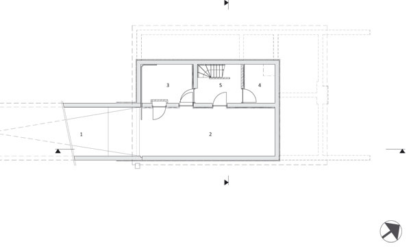 Pôdorys podzemného podlažia  1 svah 2 garáž 3, 4 sklad 5 vstup