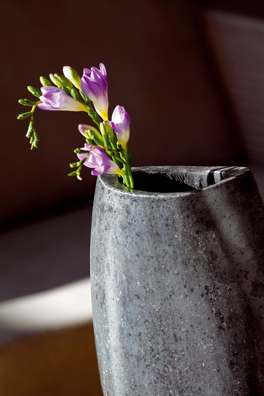Váza Terrazzo skúskami mramoru. Výška 30, 40 alebo 50 cm. Cenaod20 €. Predáva Bird&Tree.