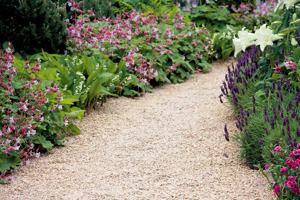Rastliny spríjemne voňajúcimi listami alebo kvetmi je ideálne vysadiť kchodníkom. Ak ich pri chôdzi zachytíte, uvoľní sa aróma. Tu rastú pakosty, konvalinky, levanduľa, ľalie, klinčeky aďalšie druhy.