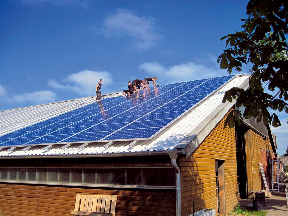 Inštalácia na strechu nesmie obmedziť funkčnosť strechy ani fotovoltických panelov, je preto nutné zveriť ju do rúk odborníkov anespoliehať sa na svoju šikovnosť.