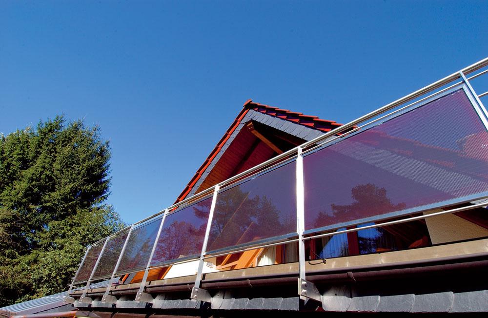 Fotovoltické články sa dajú integrovať aj do zábradlia balkóna.
