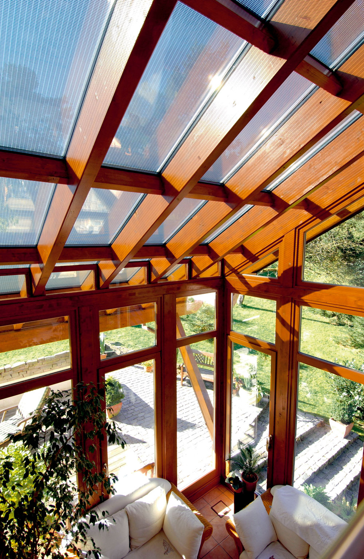 Fotovoltické panely integrované do strechy domu môžu byť zaujímavým architektonickým prvkom ako pri pohľade z exteriéru, tak aj v interiéri domu.